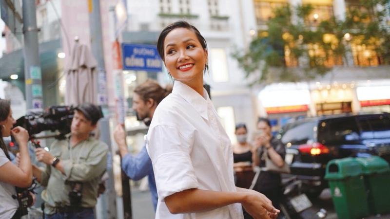 Hoa hậu H'Hen Niê xuất hiện trong chương trình có bà Michelle Obama đồng hành