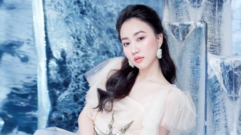 'Tiệm ăn dì ghẻ' vừa hết, 'người yêu Tiến Linh' - Huỳnh Hồng Loan hủy hết lịch quay phim vì Covid-19