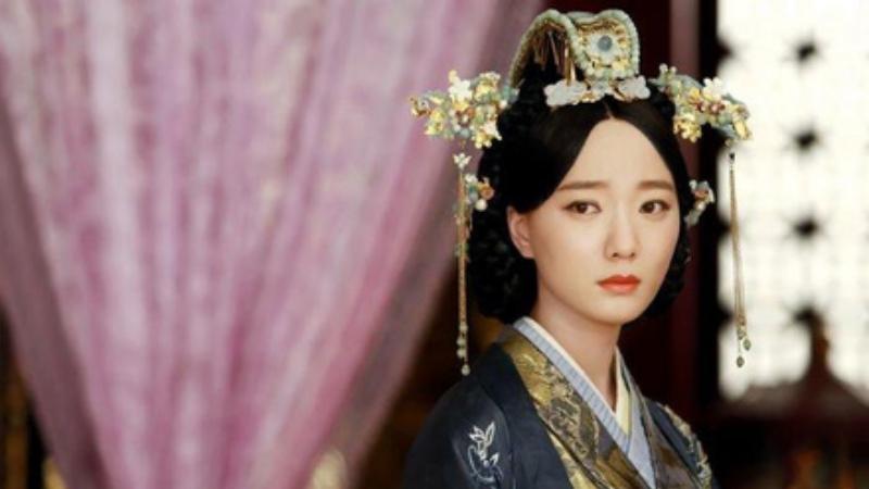 Vì nguyên do gì mà nữ nhân cổ đại không được phép mặc quần nội y, đến thời nhà Hán lại thịnh hành 'mốt' quần không đáy?