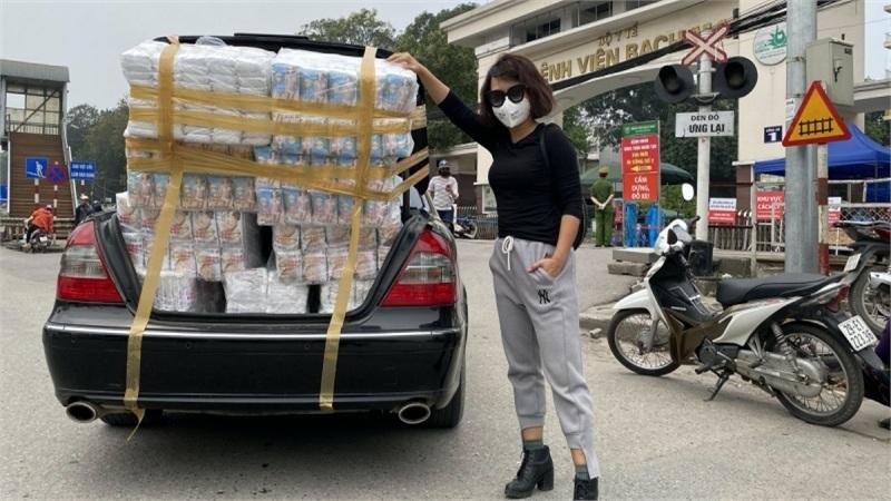 Thái Thùy Linh tặng và kêu gọi góp khẩu trang cho y bác sĩ Đà Nẵng