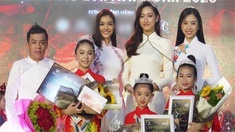 Hoa hậu Lương Thùy Linh đọ sắc cùng Á hậu Thúy An và Á hậu Kiều Loan trong tà áo dài dịu dàng