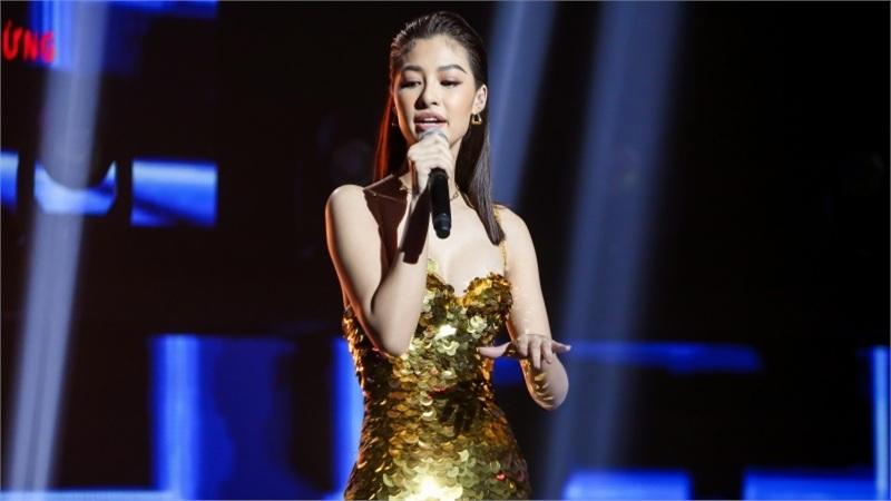 Á hậu Kiều Loan diện váy đuôi cá, 'bắn rap' lên án việc bị chê 'chân dài não ngắn'