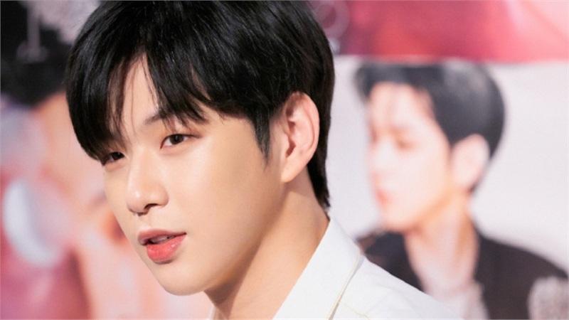 Kang Daniel đánh dấu sự trở lại đầy mạnh mẽ với MV 'Who U Are'