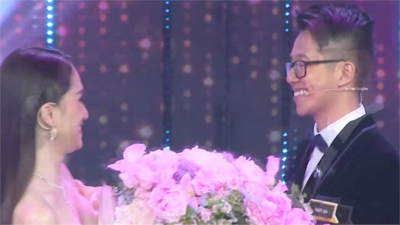 Không có gì lạ: 'Cực phẩm' chiếm được bó hoa của Hương Giang chính là CEO Matt Liu!