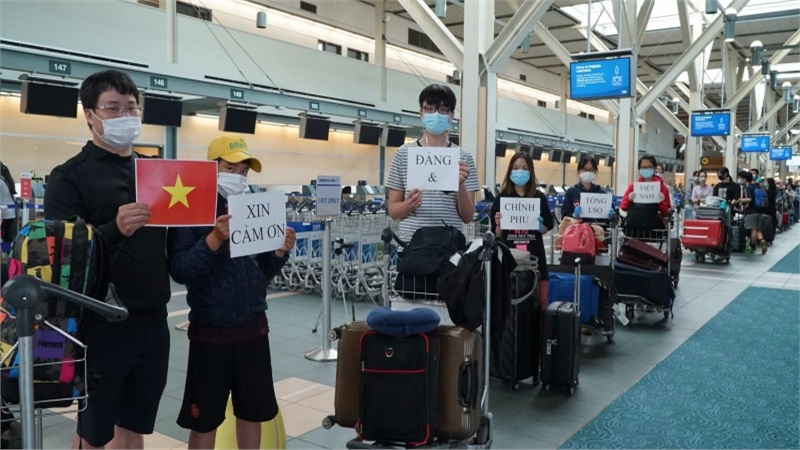 Thêm chuyến bay đưa hơn 300 công dân Việt Nam từ Canada, Hàn Quốc về nước