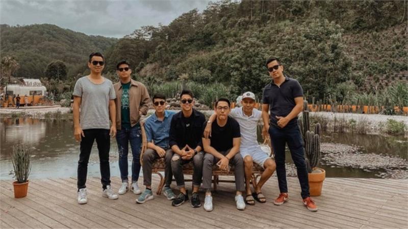 Team bạn thân 'cực phẩm' của doanh nhân Matt Liu - bạn trai hoa hậu Hương Giang: Đều là thiếu gia điển trai, mê siêu xe, phong cách sống cực chất