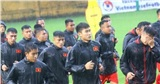 HLV Park Hang Seo chỉ đạo các cầu thủ U22 Việt Nam dưới cơn mưa nặng hạt