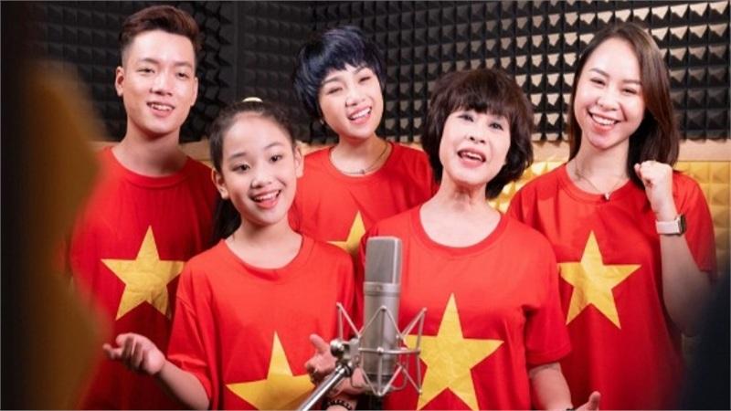 Ca sĩ Ngọc Khuê và hơn 50 nghệ sĩ Hà Nội cùng hát 'Ngày mai lại tươi sáng', tiếp thêm niềm tin cho Đà Nẵng, Quảng Ngãi và cả dân tộc Việt Nam