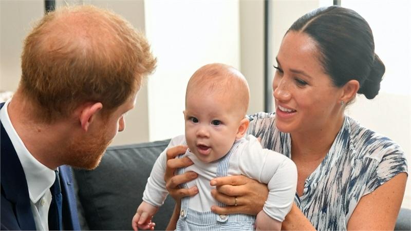 Muốn tách con trai khỏi hoàng gia Anh nhưng Meghan Markle cũng phải bất lực trước quy định bất di bất dịch dành cho bé Archie khi lớn lên