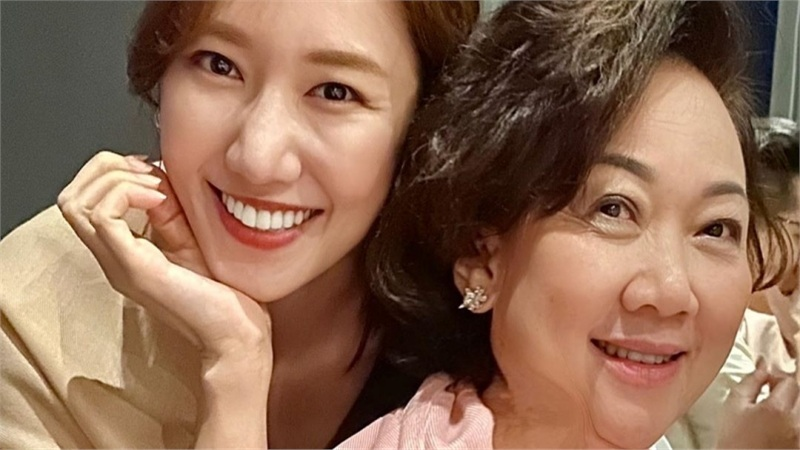 Hari Won bị chê vô duyên khi bắt Trấn Thành chọn giữa mẹ và vợ, ai đẹp hơn