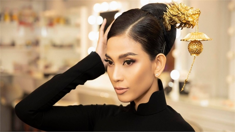 Áo dài 'Rồng Việt'của Trương Thị May diện tại Cannes đấu giá 220 triệu đồng