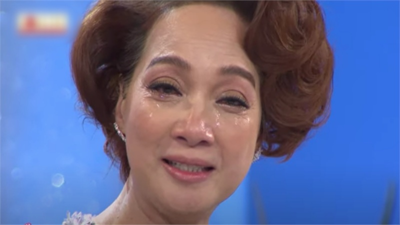 Lê Khanh khóc nức nở trên sóng truyền hình, thừa nhận không dám nhìn chồng vì bị sảy thai