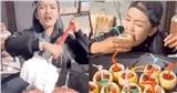 Học bà Tân Vlog làm các món siêu to khổng lồ, nữ Youtuber bị chỉ trích vì cách chế biến như 'bạo hành' đồ ăn