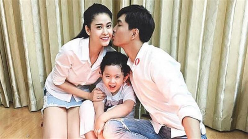 Tim bất ngờ khoe ảnh hôn Trương Quỳnh Anh