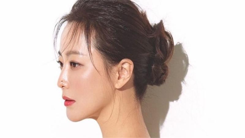 Ở tuổi 43, Kim Hee Sun giữ gìn vóc dáng và làn da 'búng ra sữa' bằng nguyên liệu quen thuộc mà ai cũng biết