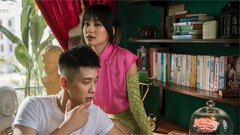 Quân A.P tung MV 'Bông hoa đẹp nhất': Vẫn là ballad 'lụi tim', MV trúng tim đen hội 'mãi là người thay thế'