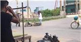 Ngã xe giữa đường, 2 nữ sinh đứng bật dậy và làm một hành động khiến người chứng kiến khó hiểu