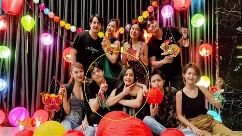 Đông Nhi đăng ảnh hội bạn thân nhưng dân tình chỉ 'chăm chăm' vào vị trí đặt tay của Noo Phước Thịnh lên người Mai Phương Thúy