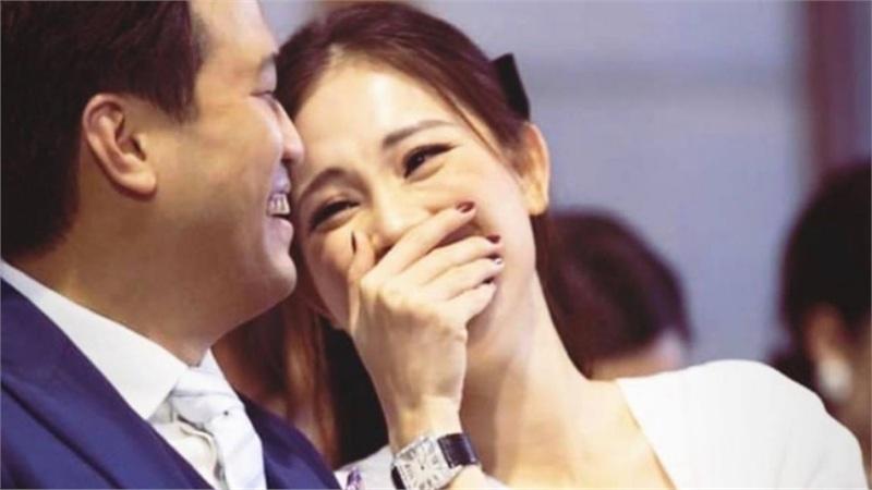 Đăng ảnh tình tứ nhưng Phillip Nguyễn lại khiến bạn gái Linh Rin lộ dấu vết lão hóa