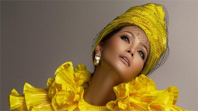 Hoa hậu H'Hen Niê 'thiên biến vạn hóa' cùng những chiếc mũ