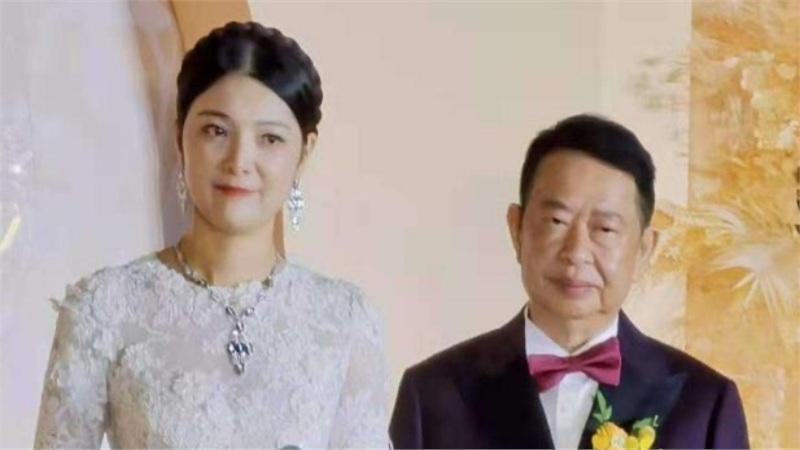 Hôn lễ của cặp đôi lệch 25 tuổi gây xôn xao: Chú rể 63 tuổi là đại gia vàng mỏ với tài sản ngàn tỉ