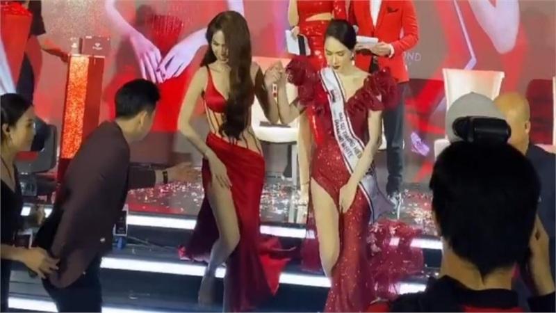 Ngọc Trinh - Hương Giang giữ chặt váy tránh sự cố, nắm tay tuyên bố '2 đứa chỉ cần nhau'