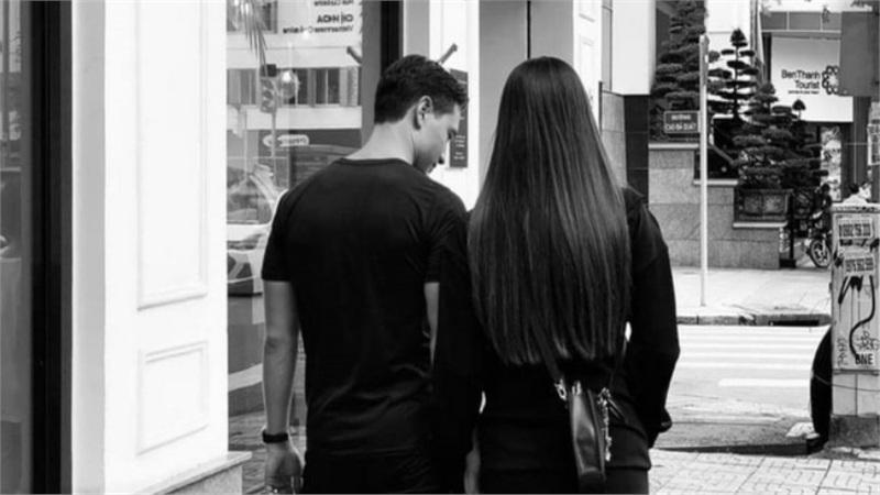 Tranh thủ hẹn hò Kim Lý, Hồ Ngọc Hà lộ vóc dáng cuối thai kỳ gây bất ngờ