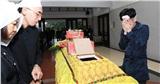 Quang Hà ôm mặt khóc nức nở trong lễ tang đưa tiễn anh trai