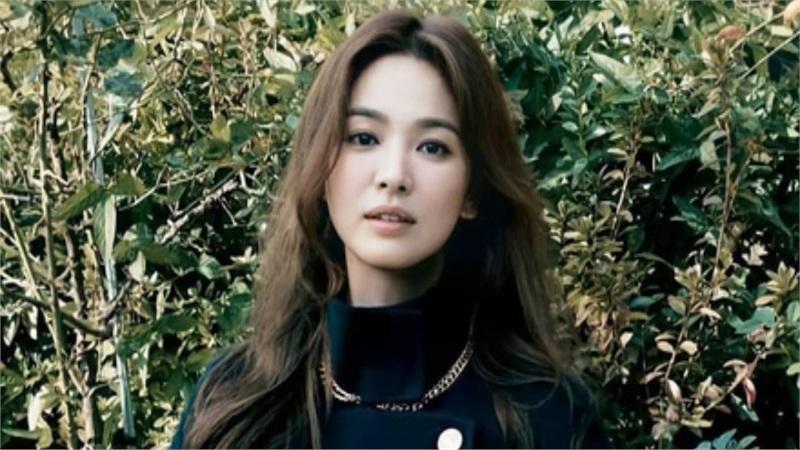 Song Hye Kyo vừa công bố tin vui, cư dân mạng lại 'săm soi' những dấu hiệu lạ trên khuôn mặt