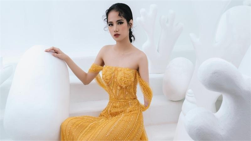 Model khuyết tay Hà Phương khoe vóc dáng với đầm dạ hội của Hà Duy