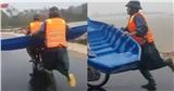 Xúc động clip công an chạy bộ hơn 2km mang thuyền đến đưa dân đi cấp cứu