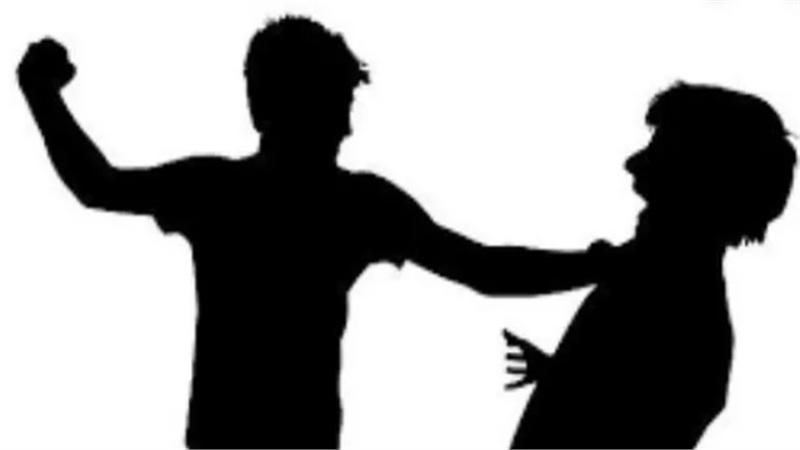 Chia tay 'đòi quà', nam thanh niên bị bạn người yêu cũ đánh nhập viện