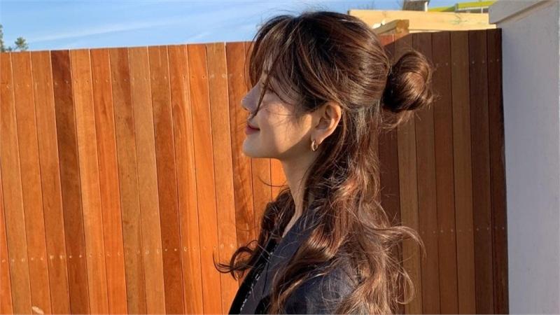 Tóc xoăn có đến 5 cách tạo kiểu xinh lịm tim, biết hết rồi bạn sẽ chẳng muốn ép tóc thẳng làm gì nữa!