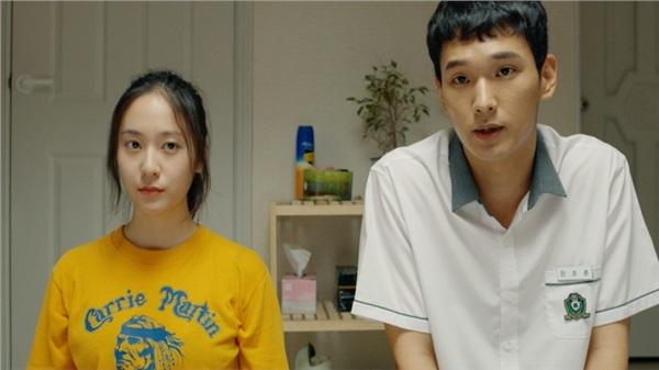 'Công chúa băng giá' Krystal Jung ăn cơm trước kẻng và phải cưới chạy bầu trong bộ phim điện ảnh mới 'Mẹ bầu siêu ngầu'