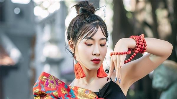 Rap lên ngôi, Hà Myo 'bắt trend' cho ra mắt MV táo bạo khi kết hợp Xẩm, Rap, EDM