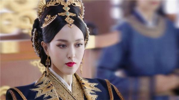 Yến Vân Đài: Loạt ảnh làm Thái Hậu của Đường Yên, môi đỏ mặt láng mịn cực kỳ xinh đẹp