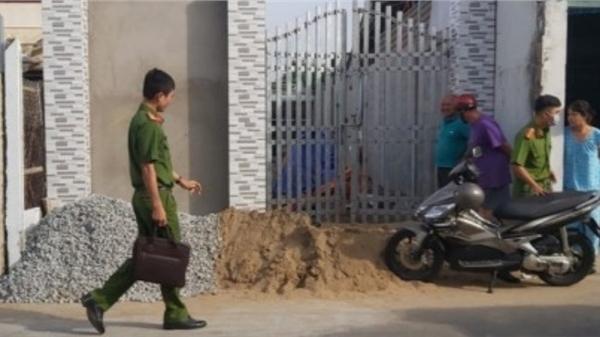 Vụ thiếu niên 13 tuổi tử vong bất thường: Nạn nhân nằm trên đất, tay cầm kéo