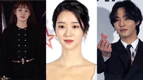 Thảm đỏ AAA 2020 'nóng' nhất Kbiz lúc này: 'Điên nữ' Seo Ye Ji thanh lịch chiếm 'spotlight', tài tử 'Người thầy y đức' xuất hiện với kiểu tóc bà thím
