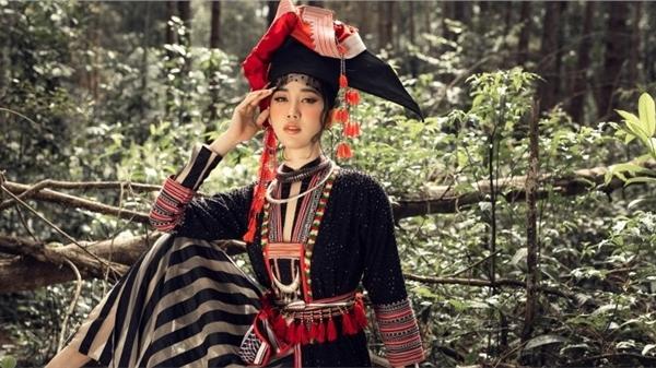 Thúy Ngân hóa thiếu nữ dân tộc, khoe sắc giữa rừng thông