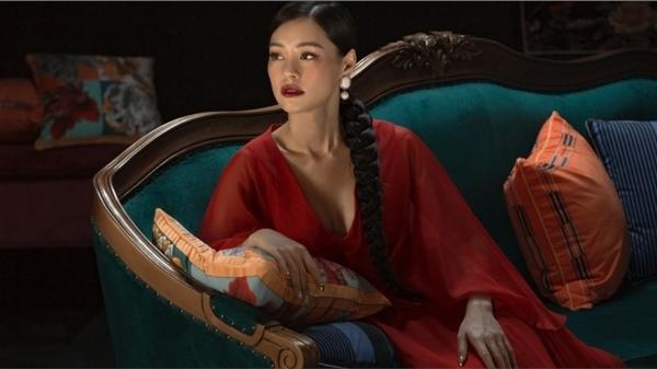 Bùi Lan Hương hóa 'đóa bạch trà', hát nhạc phim 'Gái già lắm chiêu V - Những cuộc đời vương giả'