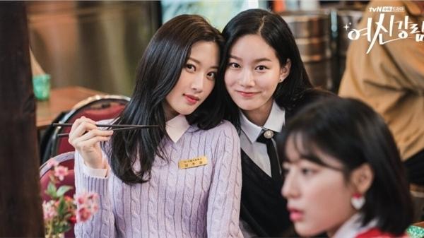 True Beauty tung loạt ảnh 'hội nữ thần visual' Moon Ga Young, Kang Min Ah, Park Yoo Na