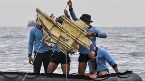Phát hiện vị trí hộp đen của máy bay Indonesia bị rơi trên biển
