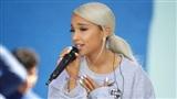 Ariana Grande khủng hoảng tâm lý, cầu xin fans 'một ngày bình yên'