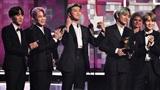 BTS xuất hiện cực bảnh, vinh dự trao giải Album R&B trên sân khấu Grammy