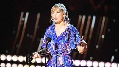 Nhận giải Tour diễn của năm, Taylor Swift 'đá đểu' truyền thông trên sân khấu