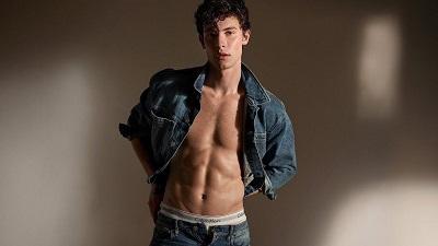 Tiếp tục khoe body với nội y, Shawn Mendes khiến fan 'đứng ngồi không yên'