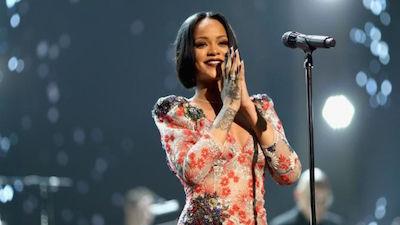 Rihanna rò rỉ tên ca khúc 'Private Loving', fan biết nhạc mới đang đến rất gần rồi!