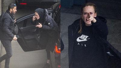 Chẳng hiểu chuyện gì mà Adele gào thét giữa phố, còn phẫn nộ đòi 'bắn' paparazzi
