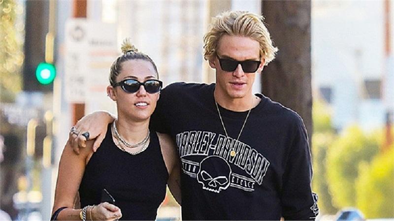 Miley Cyrus và Cody Simpson chia tay sau 10 tháng hẹn hò