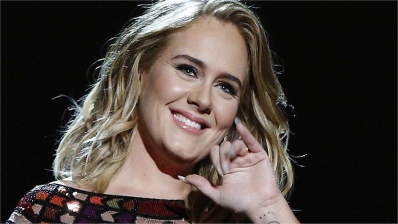 Mải mê đi review sách thì bị fan vào hỏi album mới ở đâu, Adele trả lời: 'Thành thật tôi cũng chẳng rõ'